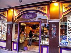 A Rapa Nui é mais uma das lojas de chocolate de Bariloche que vive cheia de gente. É especilizada em chocolates, mas oferece…