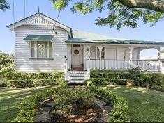 Oh my gosh, I have the biggest crush on this home!! Such a humble facade AND with all of the character of a Queenslander. For all those…