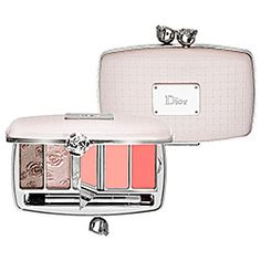 What it is: A garden-inspired compact clutch featuring three pearlescent  shadows and two sheer glosses. What it does: This luxurious compact reveals a harmony of precious pink and pale green eye shadow shades. #SephoraColorWash