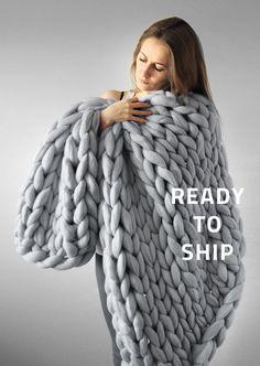 32x48 inches Blanket. Grande punto. Super chunky Large blanket. Chunky knit blanket. Cozy blanket. Big yarn blanket. Merino wool.