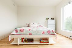 Locations saisonnières et locations en résidence - Airbnb Toddler Bed, Room, Inspiration, Furniture, Home Decor, Home Decoration, Child Bed, Bedroom, Biblical Inspiration