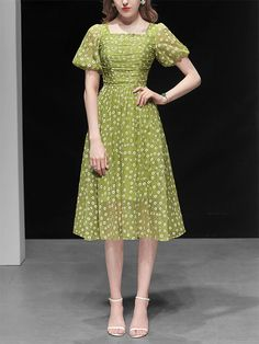 Green Daisy Puff Sleeve Vintage Chiffon Dress – Jolly Vintage Daisy Dress Outfit, Dress Outfits, Chiffon Dress, Green Dress, Short Sleeve Dresses, My Style, Sleeves, Vintage, Clothes