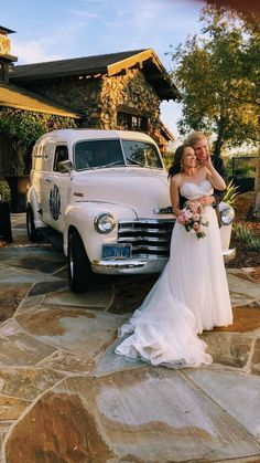 Tap Truck USA - Beer trucks for your next event Old Classic Cars, Classic Trucks, Bar On Wheels, Next Wedding, Wedding Ideas, Bar Catering, Mobile Bar, Chevy, Chevrolet