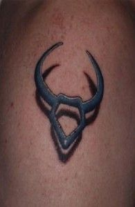 Taurus bull on the shoulder of the wearer. The shadow of the Taurus is clearly seen and this makes it cool. Ox Tattoo, Taurus Symbol Tattoo, Taurus Bull Tattoos, Taurus Symbols, Capricorn Tattoo, Skull Tattoos, Tatoos, Tattoo Neck, Arrows