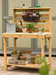 DIY Potting Bench Made Of Pallets