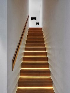 Haus stair lighting cool effect beautiful living ideas Gardening Systems There are certain terms in Staircase Lighting Ideas, Stairway Lighting, Home Lighting Design, Staircase Design, Interior Lighting, Strip Lighting, Attic Bathroom, Attic Rooms, Attic Playroom