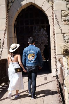 """Kathniel's back shots are my favorite 🌝 (a thread)"" Kathryn Bernardo Hairstyle, Kathryn Bernardo Outfits, Gucci Denim, Daniel Padilla, Famous Couples, Celebs, Celebrities, Celebrity Couples, My Idol"