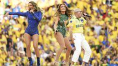 Os cantores Claudia Leitte, Pitbull e Jennifer Lopez durante a cerimônia de abertura da Copa do Mundo no Itaquerão, em São Paulo