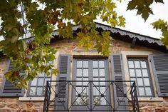 Weekend dans le Beaujolais : 8 expériences à ne pas louper ! - Chouette World - Blog voyage Le Beaujolais, Blog Voyage, Gazebo, Outdoor Structures, Owls, Kiosk, Pavilion, Cabana