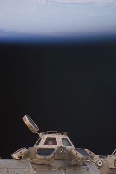 International Space Station top viewing deck ( a view that's literally 'out of this world ! Cosmos, Nasa Iss, Space Rocket, International Space Station, Science Nature, Science Space, Space And Astronomy, Space Program, Space Shuttle