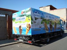 ALFRICÓN Rotulación de camión frigorífico con vinilo impreso en digital a todo color apto para exteriores. Laminado para proteger la tinta de la abrasión del sol y los lavados. Rotulación completa de carrocería.