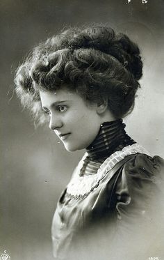 the gibson girl is still ruling