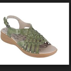 Bare Traps Jabber Mint Sandals New These new in box bare traps jabber mint sandals are leather and feature a 1 1/2 inch heel and cushioned footbed. Bare Traps Shoes Sandals