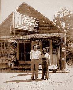 Old Country Store at Cash, Georgia across from the old grist mill at Dews Pond Old General Stores, Old Country Stores, Old Gas Pumps, Vintage Gas Pumps, Old Pictures, Old Photos, Vintage Photos, Vintage Photographs, Coca Cola