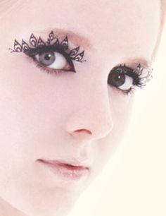 Paper eyelashes fit for royalty