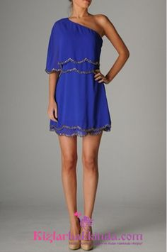Mavi tüm bayanların tutkusudur, bu yazımda sizler için açık mavi ve koyu mavi renklerdeki kısa elbise modellerini paylaşacağım. İşte mavi kısa elbise modelleri sizlerle; Mavi Elbise Modelleri Mavi Kısa Elbise Modelleri Mavi Gece Elbiseleri