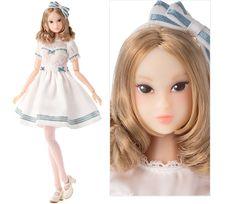 シャーリーテンプルmomokoDOLL WHITE LILY dress  (2016年7月受注 13,800円(税抜))  <シャーリーテンプル>が<momokoドール>と初コラボレーションしたリアルファッションドールです。 お洋服は、<シャーリーテンプル>とお揃いのドレスワンピースです。  仕様詳細: [衣装]ワンピース、タイツ、リボン付きカチューシャ、ストラップシューズ。 [ドール]色白肌、アッシュブロンドのランダムカール・ミディアムヘア、正面向き目、上マツゲ2本、アイシャドウライトブルーグレー、瞳ターコイズブルー、にっこりリップクリアピンク。  価格:13,800円(税抜)  発売日:2016年7月受注