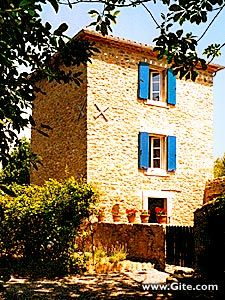 An 18th century gamekeeper's lodge on a grand estate with a swimming pool and wooded grounds, close to the medieval city of Carcassonne.