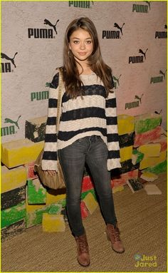 Modern Family - Haley Dunphy/Sarah Hyland Because she totally shawshanked her parents! - Page 7 - Fan Forum Cool Outfits, Casual Outfits, Fashion Outfits, Women's Fashion, Celebrity Outfits, Celebrity Style, Haley Modern Family, Grunge Fashion Soft, Middle School Outfits