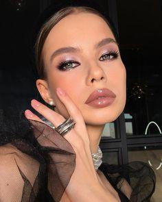 "841 mentions J'aime, 17 commentaires - ВИЗАЖИСТ ЧЕЛЯБИНСК (@marikasikharuli) sur Instagram: ""Stunning🖤 ⠀ Как выглядит ваша муза? Свою я постоянно ищу: каждая новая красотка — новый повод для…"" Love Makeup, Hair Makeup, Black Heart, Best Makeup Products, Photo And Video, Instagram, Expressions, E Online, Trends"