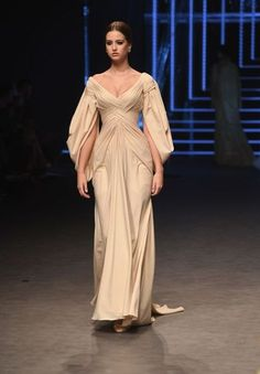 The Fashion Dish Ezra Spring-Summer 2017 Fashion Forward Dubai Fashion 2017, Look Fashion, Couture Fashion, Runway Fashion, High Fashion, Fashion Dresses, Fashion Design, Spring Fashion, Mens Fashion