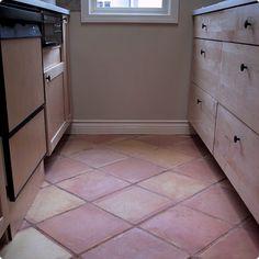 キッチンの床にテラコッタタイル