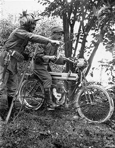 An Italian Bersaglieri soldier points out an enemy position to a scout from the Italian VCA (Volontario Ciclisti ed Aotomobilisti), who is mounted on an Italian-made Frera 1915 motorcycle. Pin by Paolo Marzioli