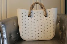 Bianca foro borchiata la borsa è in vendita!