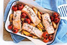 """""""Μεσογειακός"""" σολομός με πατάτες, ντοματίνια, λεμόνι και θυμάρι Chicken Wings, Sausage, Recipies, Meat, Baking, Food, Recipes, Sausages, Bakken"""