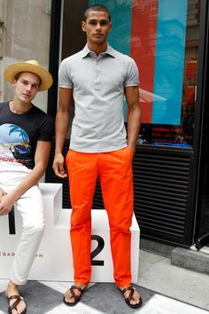Explore the looks, models, and beauty from the Orlebar Brown Spring/Summer 2014 Menswear show in London on 17 June 2013 Mens Fashion Blog, Men's Fashion, Cool Summer Outfits Men, Orange Hose, Orange Pants Outfit, Stylish Men, Men Casual, Camisa Polo, Style Fashion