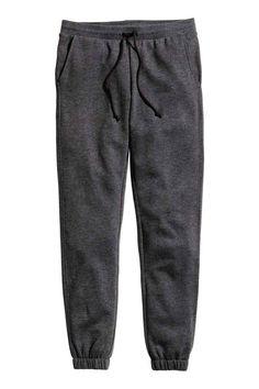 Calças de treino Skinny fit: Calças de treino em tecido moletão. As calças têm pernas super justas, cintura elástica com cordão de ajuste e bolsos laterais. Malha canelada no remate das pernas. Tecido escovado no interior.