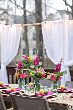 """Receive wonderful tips on """"patio decorating"""". They are offered for you on our web site. Deck Makeover, Table Setting Inspiration, Table Design, Festa Party, Style Challenge, Spring Home, House Tours, Table Settings, Table Decorations"""