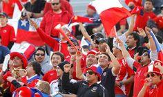 Hinchas reclaman por demora en venta de entradas para el duelo Chile vs Brasil.