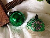 ★ 2 alte Christbaumkugeln silber-dunkel grün ★