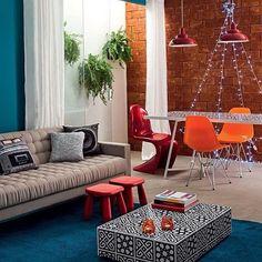 WEBSTA @ casa_casada - Uma árvore de Natal discreta, feita com luzinhas, no meio de uma decor descontraída e harmoniosa... ❤️🎄 {Projeto: Guilherme Torres}