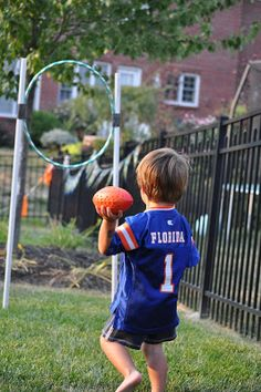 Ideas Football Birthday Party Games Sport Theme - Vada Price Ideas Football Birthday Party G Sports Themed Birthday Party, Fall Birthday Parties, Football Birthday, Sports Party, Birthday Games, 7th Birthday, Birthday Ideas, Kids Football Parties, Football Party Games