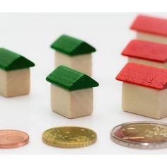 Husforsikring, også kalt bolig- eller villaforsikring, dekker skader på bolig. Det forsikres generelt mot brann- og naturskader (storm-, flom- vann- og frostskade, lynnedslag og skred) tyveri og hærverk. Boliger er som regel alltid brannforsikret, da dette er et krav for å få boliglån.