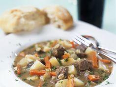 Lammfleisch-Kartoffel-Eintopf (Irish Stew) ist ein Rezept mit frischen Zutaten aus der Kategorie Lamm. Probieren Sie dieses und weitere Rezepte von EAT SMARTER!