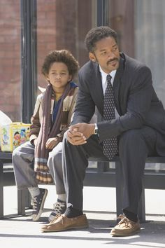 🎈 Oscar 2006 / Will Smith ( nominee best actor oscar ) as Chris Gardener in The Pursuit of Happiness dir Gabriele Muccino / Will played the role of salesman who struggled being homelessness / In picture with Jaden Smith real son ( Pursuit Of Happiness Movie, The Pursuit Of Happyness, Will Smith Films, Willian Smith, Mode Hip Hop, The Smiths, Karate Kid, Image Film, Jaden Smith