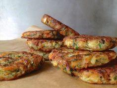 lots of recipes here - traditional Greek squash fritters / kolokithokeftedes Vegan Vegetarian, Vegetarian Recipes, Cooking Recipes, Vegan Food, Paleo, Savoury Recipes, Vegan Meals, Healthy Food, Yummy Food