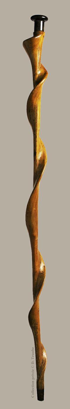 Canne en large volute sculptée au couteau - Pommeau en corne sombre - circa 1785-1800