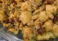 Gluten Free Cornbread Stuffing Recipe with Sausage Option: http://glutenfreerecipebox.com/gluten-free-cornbread-stuffing-recipe/ #glutenfree