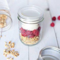Müsli und Joghurt zum mitnehmen! Der BNTO Lunchbox Einsatz für dein Ball Mason Jar trennt flüssiges von trockenem! Super praktisch!
