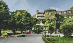 The 4 star hotel Appesbach is located in Edward VIIIs english country house in St Wolfgang am Wolfgangsee in the Salzkammergut region of Upper Austria Parks, Wellness Spa, 4 Star Hotels, Austria, Castle, Mansions, House Styles, City, Home