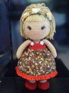 Maravillosa muñeca amigurumi, lista para ser tejida . Patrón gratis de muñeca amigurumi.