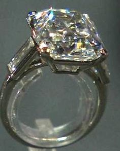 Grace Kelly's 10ct Cartier engagement ring