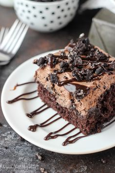 Oreo Dirt Poke Cake: You'll love this double-layered dirt cake with a chocolate-Oreo mousse. Super Moist Chocolate Cake, Decadent Chocolate Cake, Homemade Chocolate, Chocolate Oreo, Homemade Desserts, Easy Desserts, Delicious Desserts, Homemade Breads, Homemade Cakes