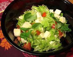Kääpiölinnan köökissä: Lyömättömät - kinkkupastaa ja halloumisalaattia Kinds Of Salad, Lettuce, Salads, Vegetables, Green, Food, Essen, Vegetable Recipes, Meals