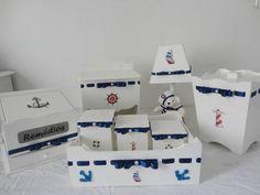 Kit completo bebê - Tema Marinheiro.  Este kit contém:   abajur lixeirinha farmacinha porta fraldas kit higiene (bandeja + 3 potes) - Garrafa Térmica - opcional.   Vendemos os ítens separadamente.  Consulte o porta maternidade do mesmo tema no link:   http://www.elo7.com.br/porta-maternidade-marinheiro-c-led/dp/2DF7E4  Confeccionamos em outros temas e outras cores. Consulte-nos!   ** As encomendas são postadas todas às sextas-feiras.** R$ 297,00
