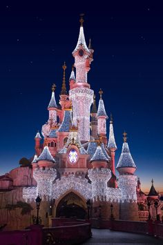 I have chosen to visit disneyland Paris because it is one of the main attractions in Paris. I think it would be good for the students see how the workers run a attraction as big as disneyland. It is costing and the total cost for 60 students is Walt Disney, Disney Love, Disney Magic, Disney Pixar, Punk Disney, Disney World Fotos, Disney World Pictures, Disneyland Paris Noel, Chateau Disney
